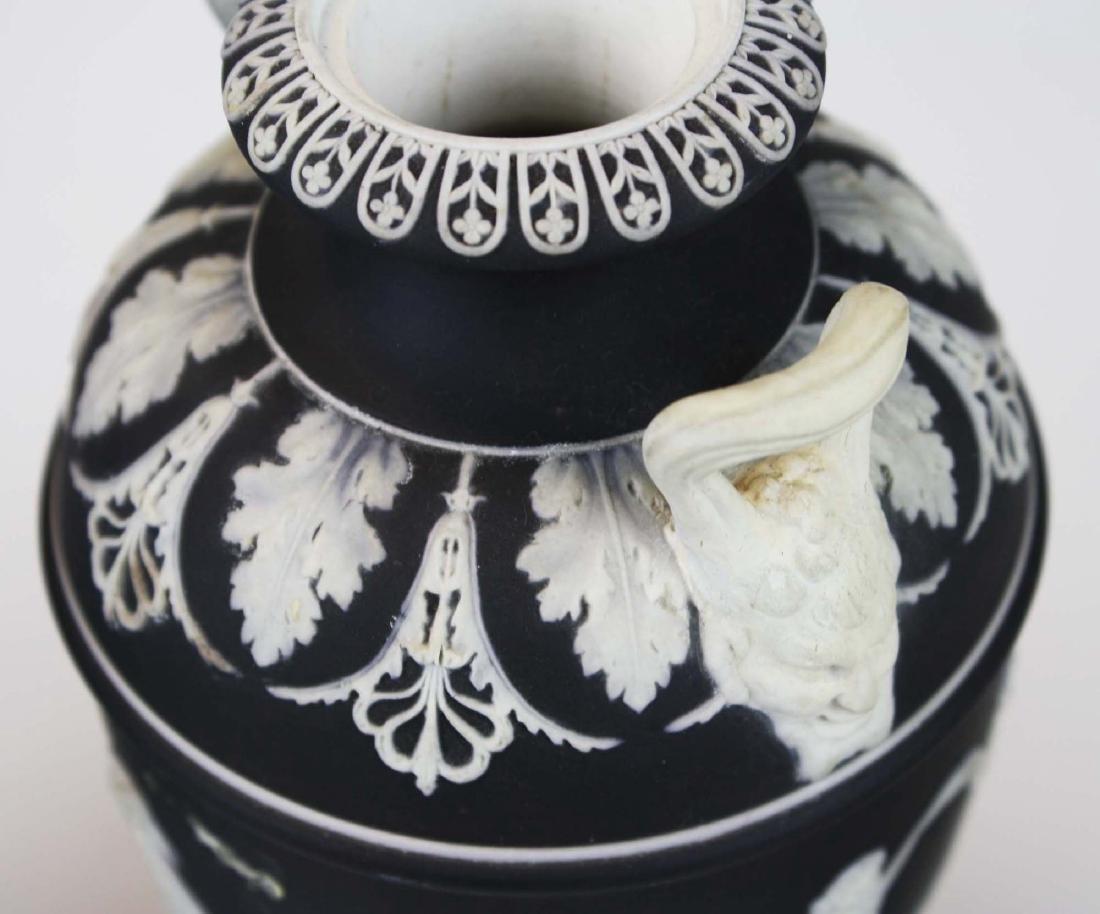 3 Wedgwood covered Jasperware garniture urns - 7