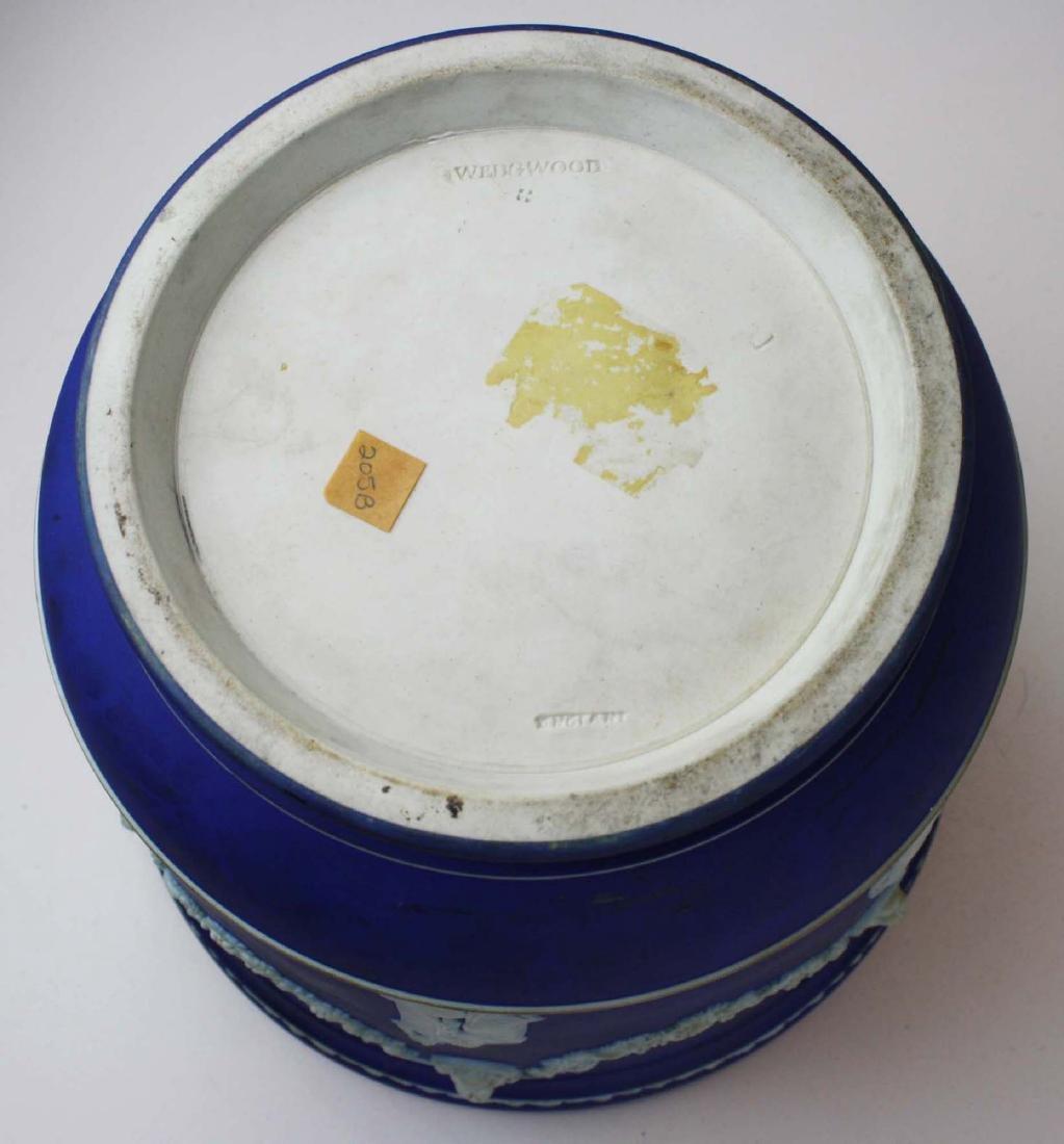 Wedgwood dark blue dip Jasperware jardiniere cache pot - 4