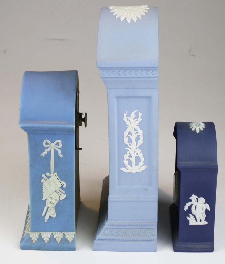 3 Wedgwood Jasperware pottery cased desk clocks - 4