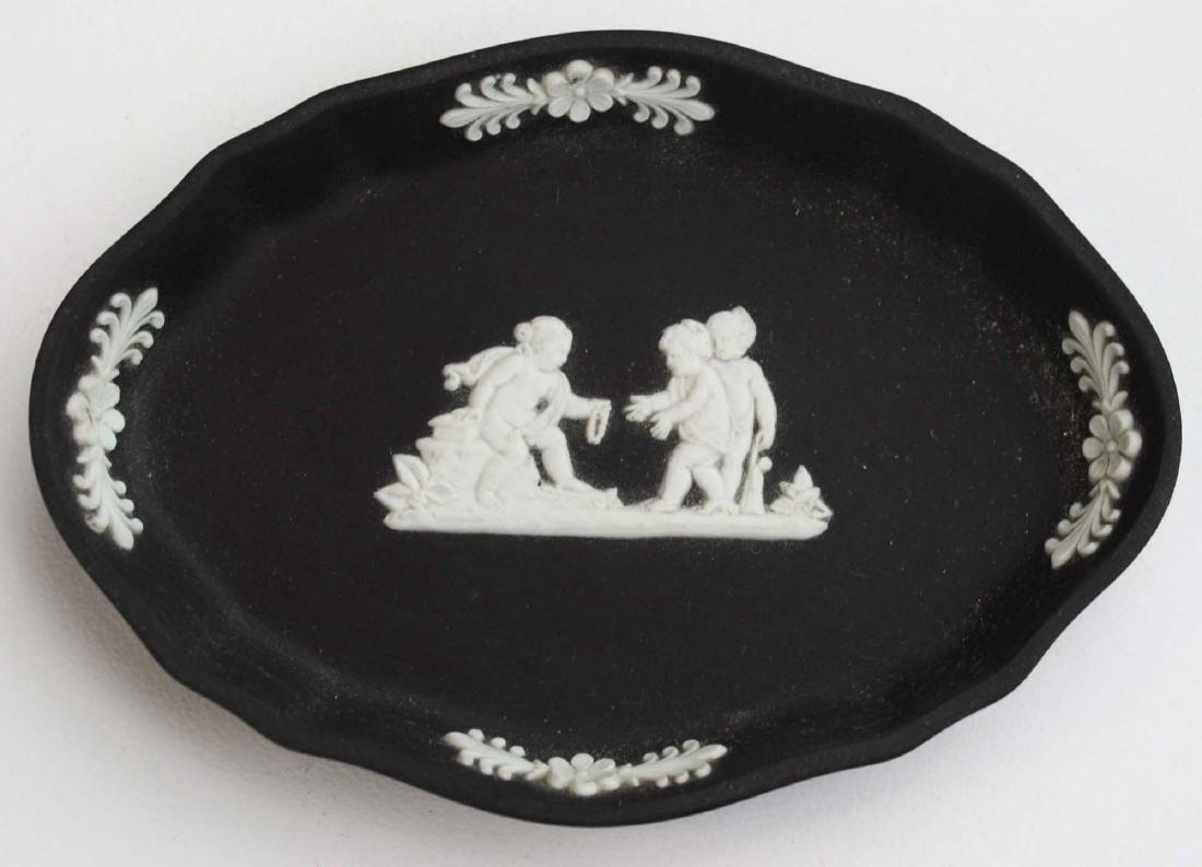 8 pcs Wedgwood black dip Jasperware tableware including - 7