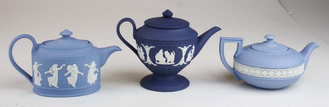 6 Wedgwood Jasperware mini teapots, mint in original - 4