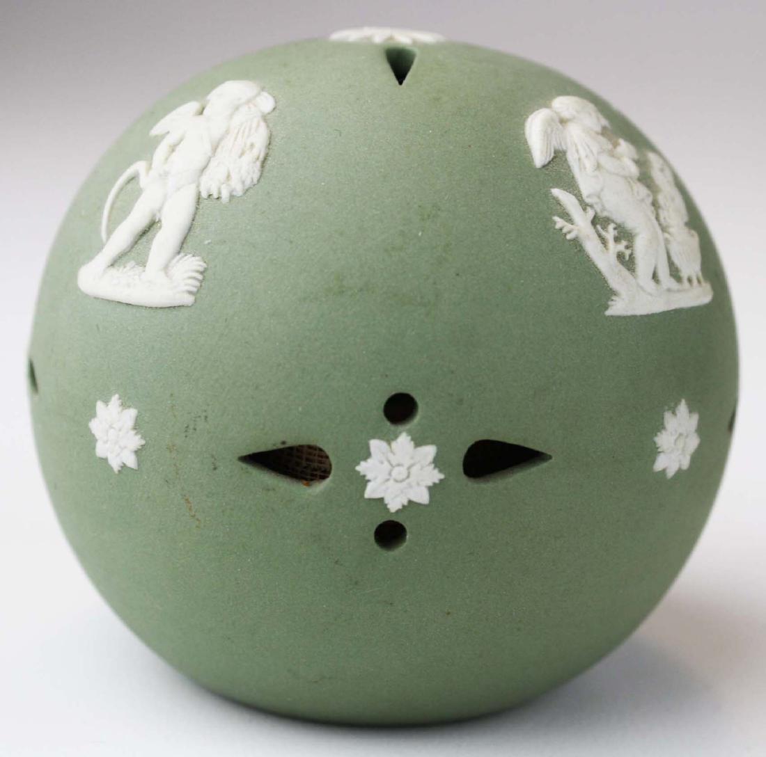 18 pcs. Wedgwood solid sage green Jasperware tableware - 5