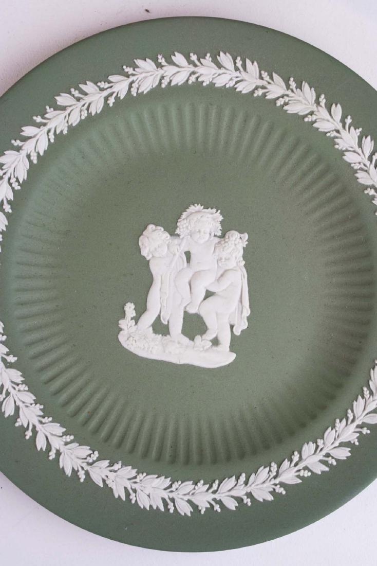 18 pcs. Wedgwood solid sage green Jasperware tableware - 9