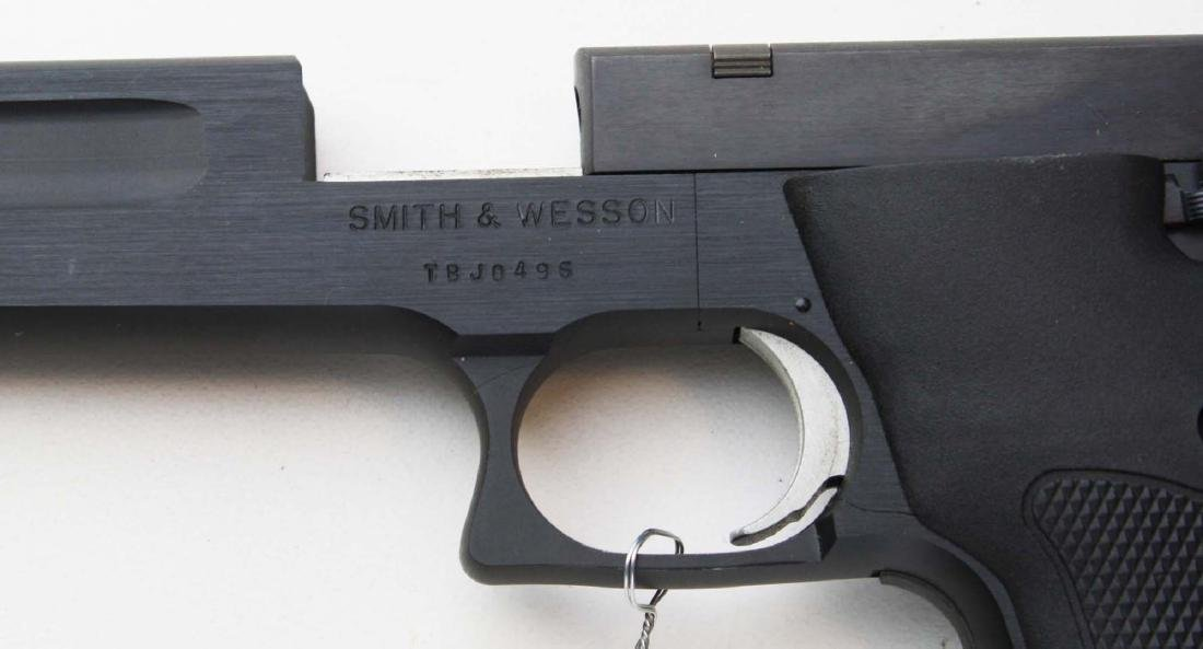 Smith and Wesson Model 422 .22lr pistol - 3