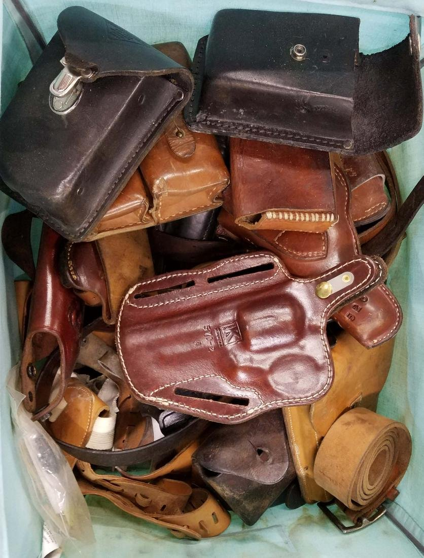Mixed lot of Leather holsters and pouches