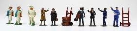 10 pre-war Lionel standard gauge figures