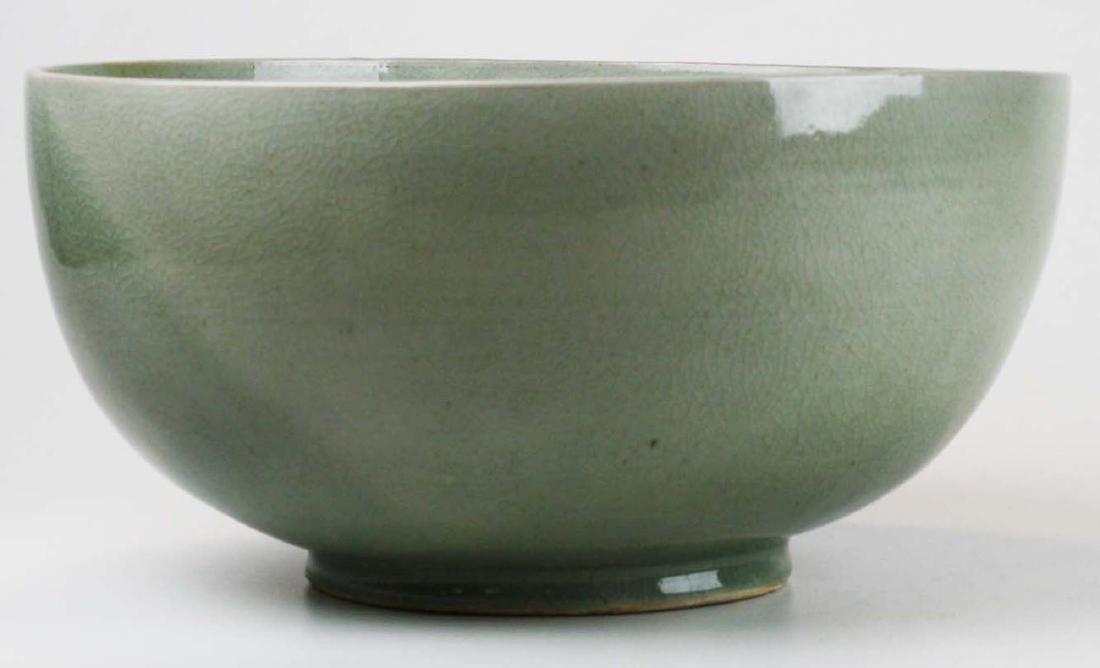Qing Chinese celadon porcelain bowl