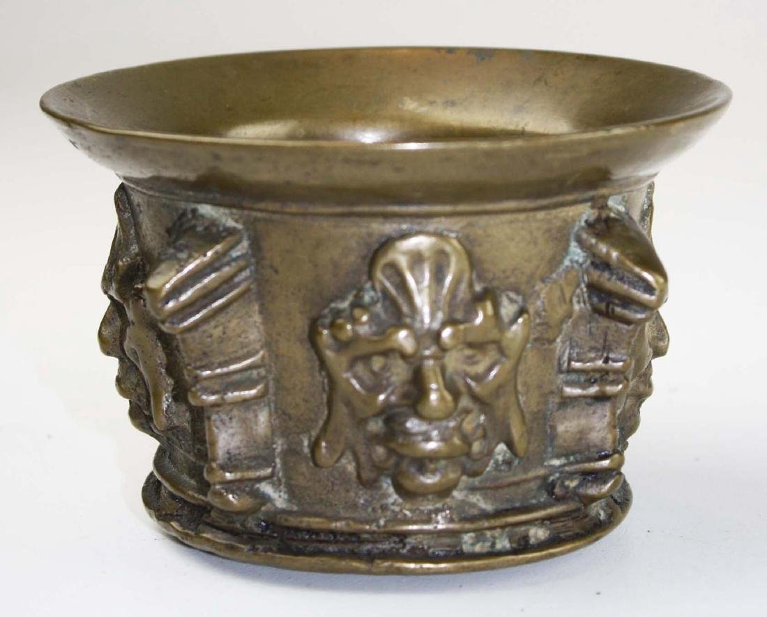 16th c Spanish bronze apothecary mortar - 2