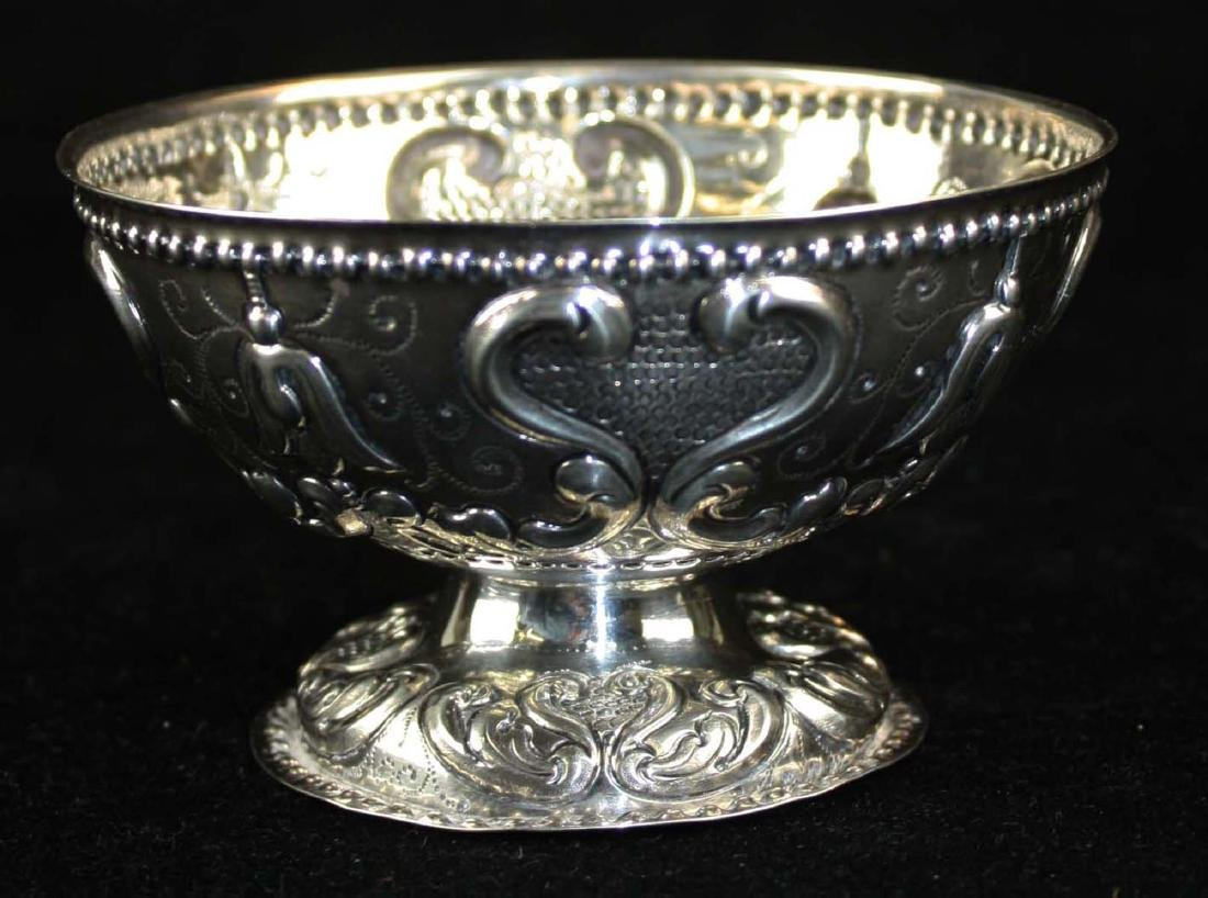 19th c. Dutch repousse silver footed bowl - 2