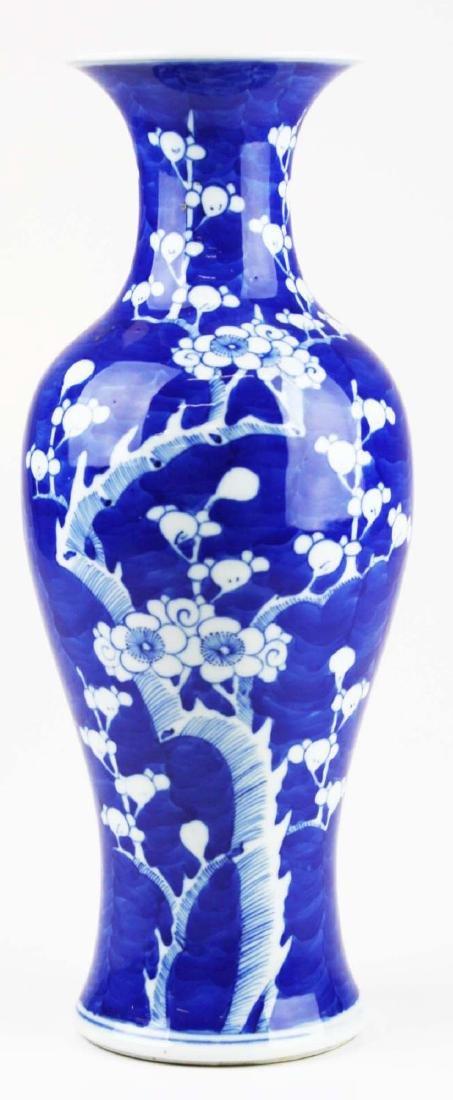 ca 1900 Chinese blue & white plum blossom vase