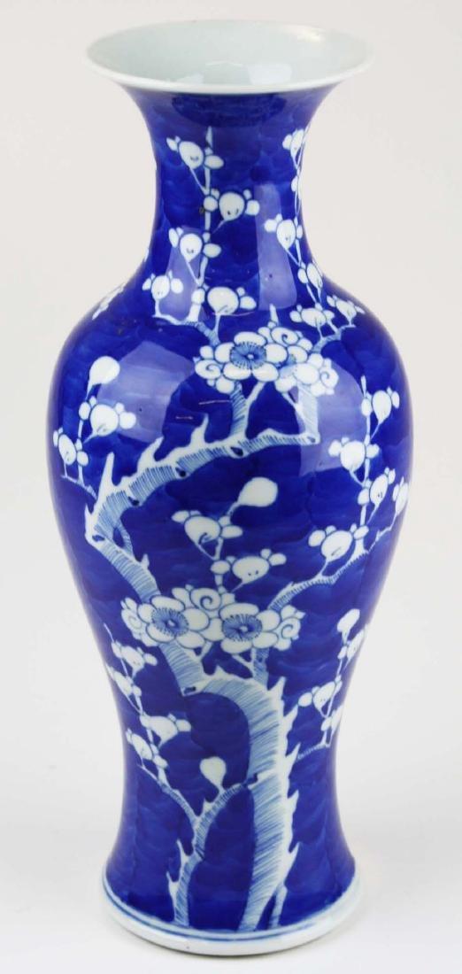 ca 1900 Chinese blue & white plum blossom vase - 2