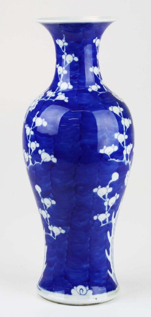 ca 1900 Chinese blue & white plum blossom vase - 3
