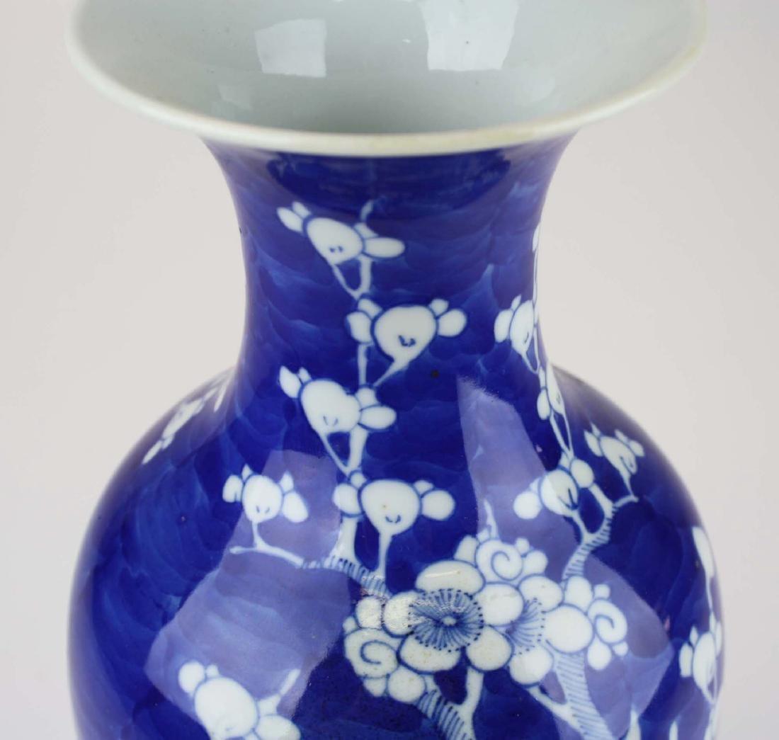 ca 1900 Chinese blue & white plum blossom vase - 5