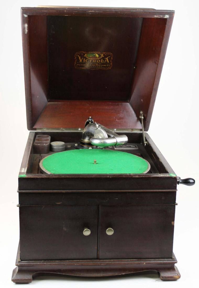 Victor Victrola VVIX-A tabletop phonograph
