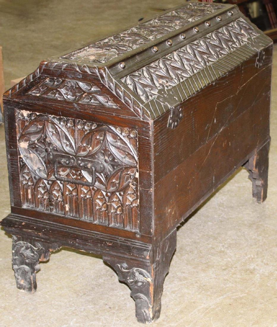 Unusual Continental coffin top blanket box - 4