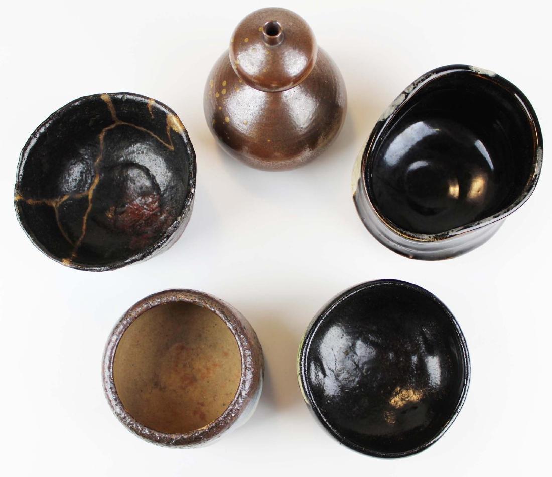 five old Japanese Raku bowls & vase - 4