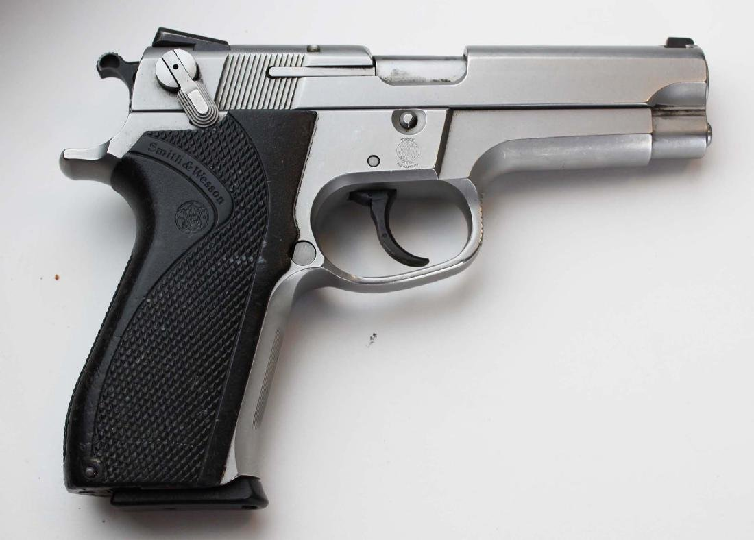 S&W Model 5906 Pistol in 9mm Parabellum