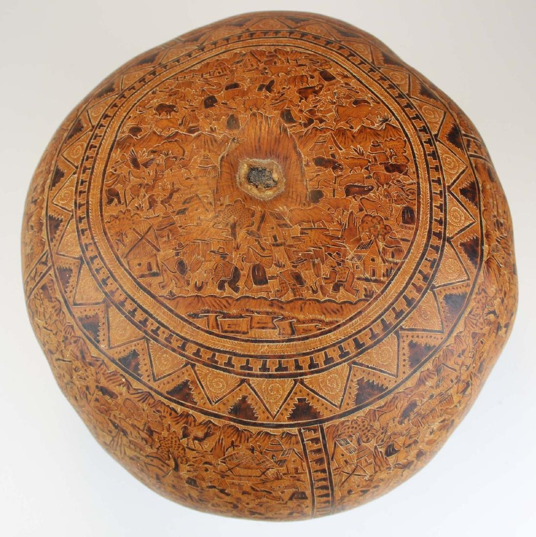 South American incised and decorated gourd - 2