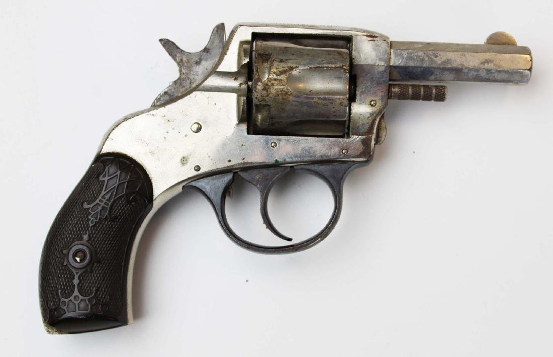 H&R Double Action revolver - 9