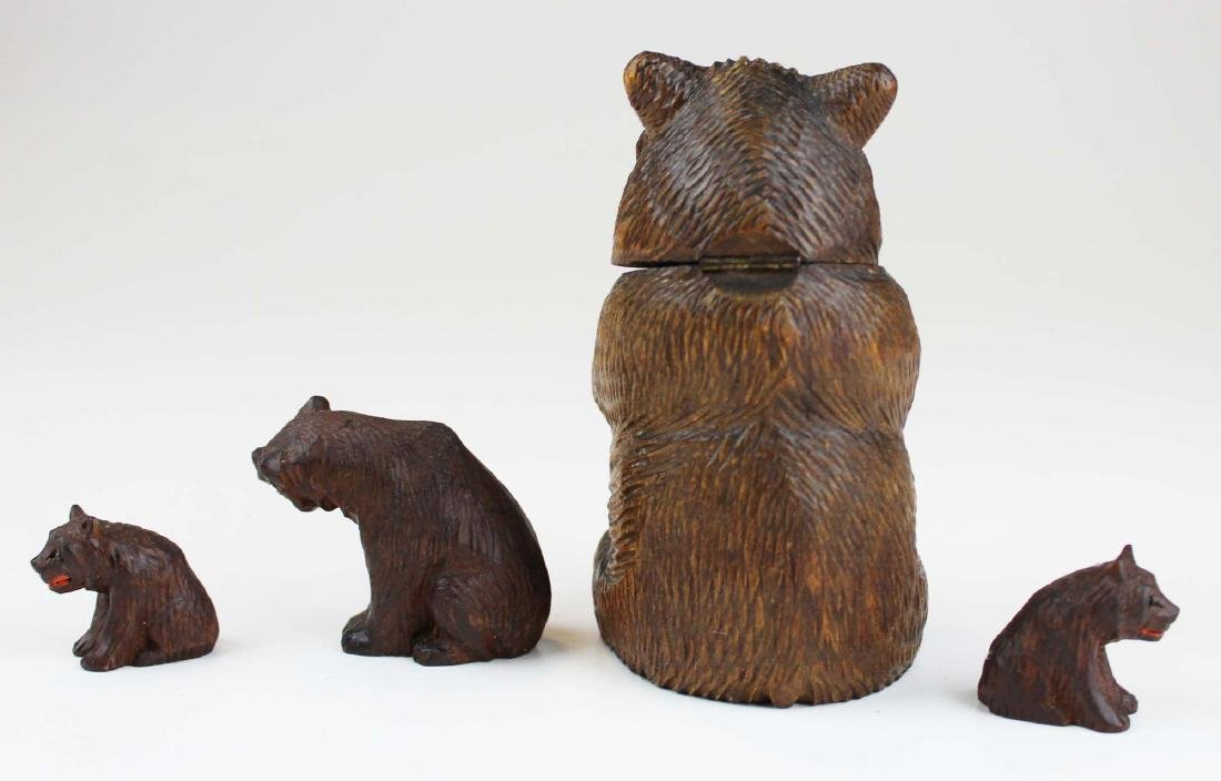 Four minature ca. 1900 bear carvings - 3