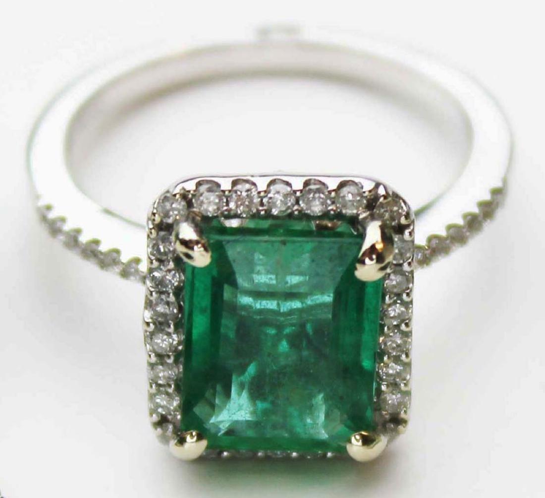 Emerald, diamond & white gold ladies ring