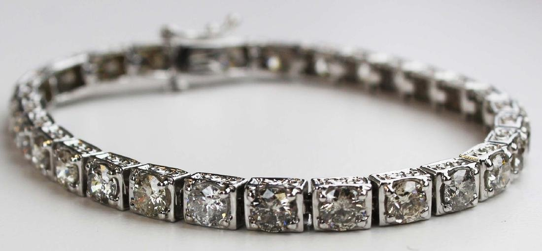 Diamond and white gold tennis bracelet