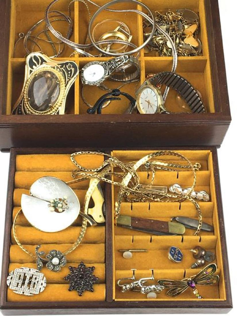 Group of costume and Victorian jewelry.