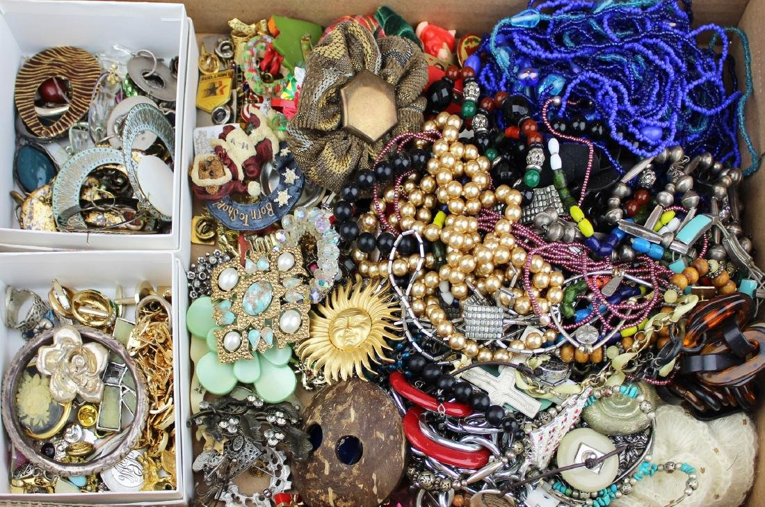 costume jewelry incl. pins, earrings, beads