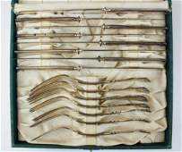 cased 48 pc. Wm Rogers silver plated flatware set