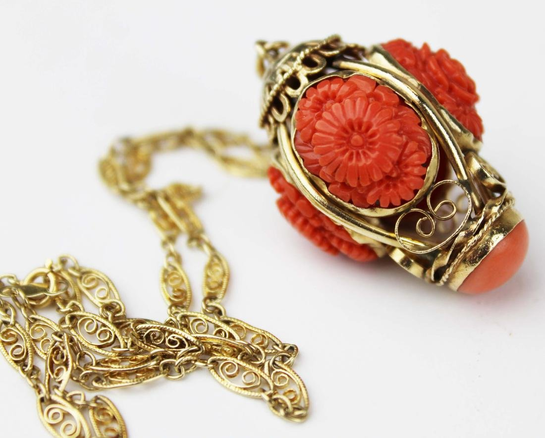 Coral and Yellow gold pendant necklace
