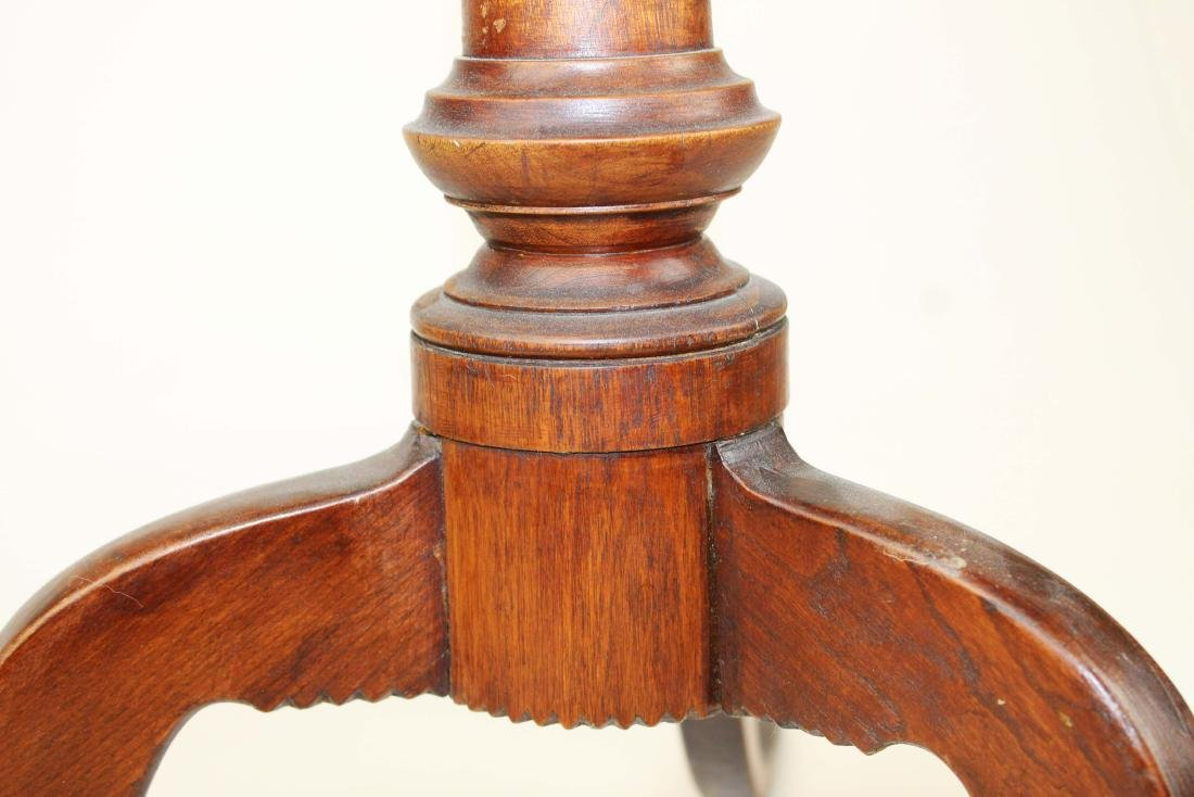 18th c. Queen Anne cherry and walnut candlestand - 5