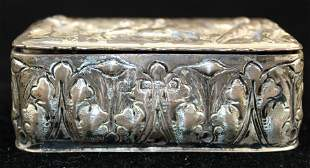 1900 Chester sterling repousse snuff box