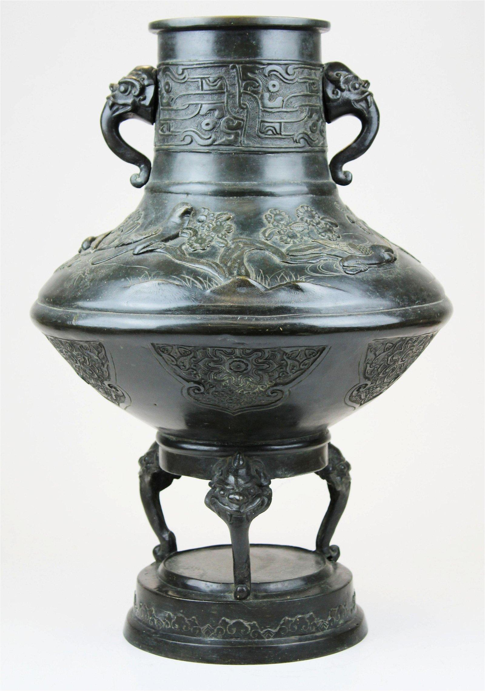Japanese Meiji period signed bronze vessel