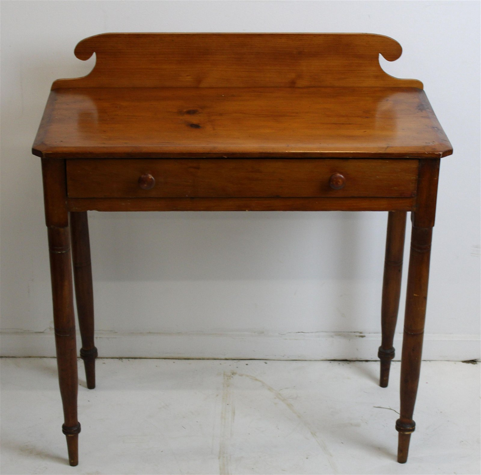 Pine one drawer dressing table