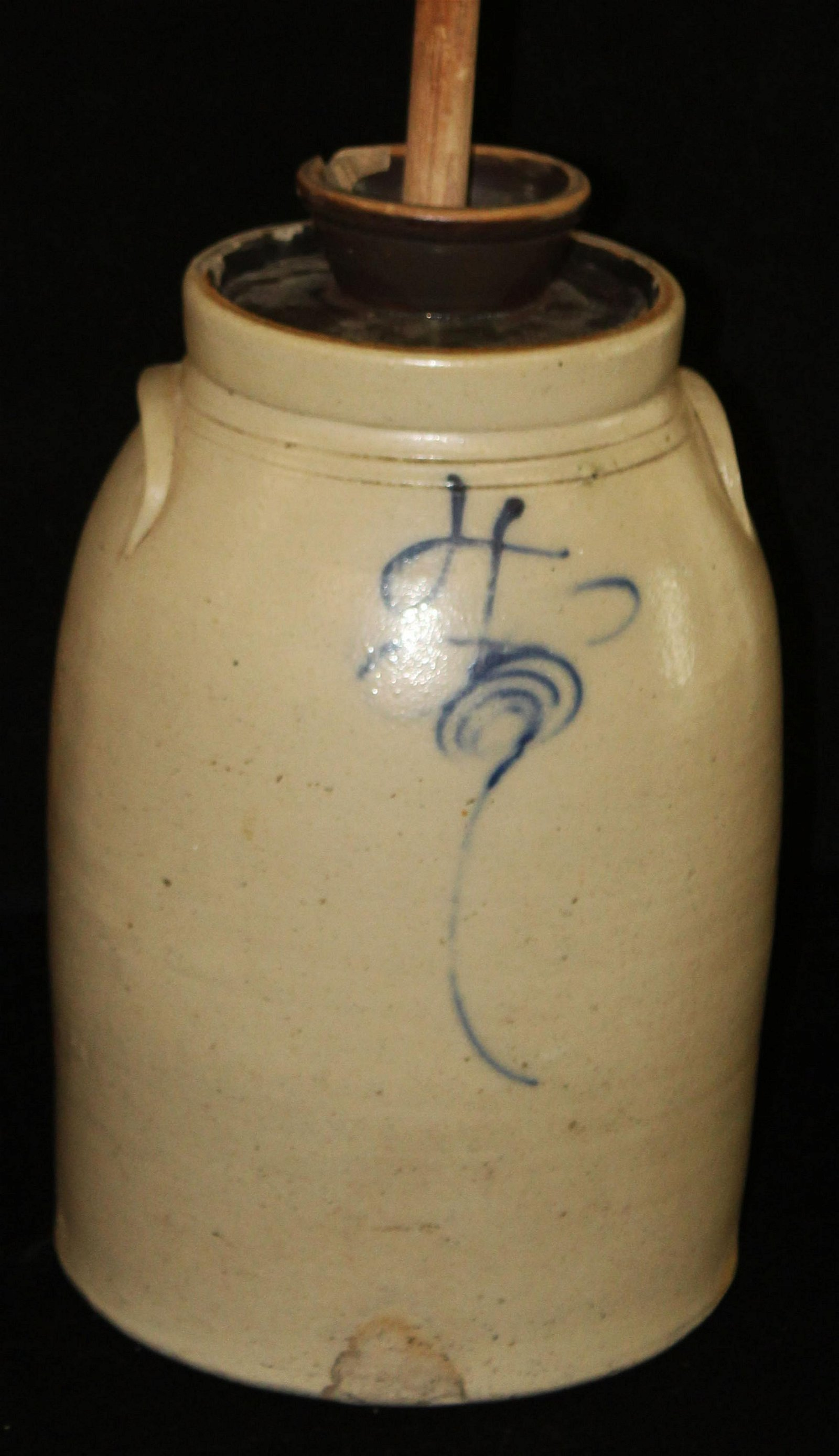 blue decorated stoneware 4 gallon churn