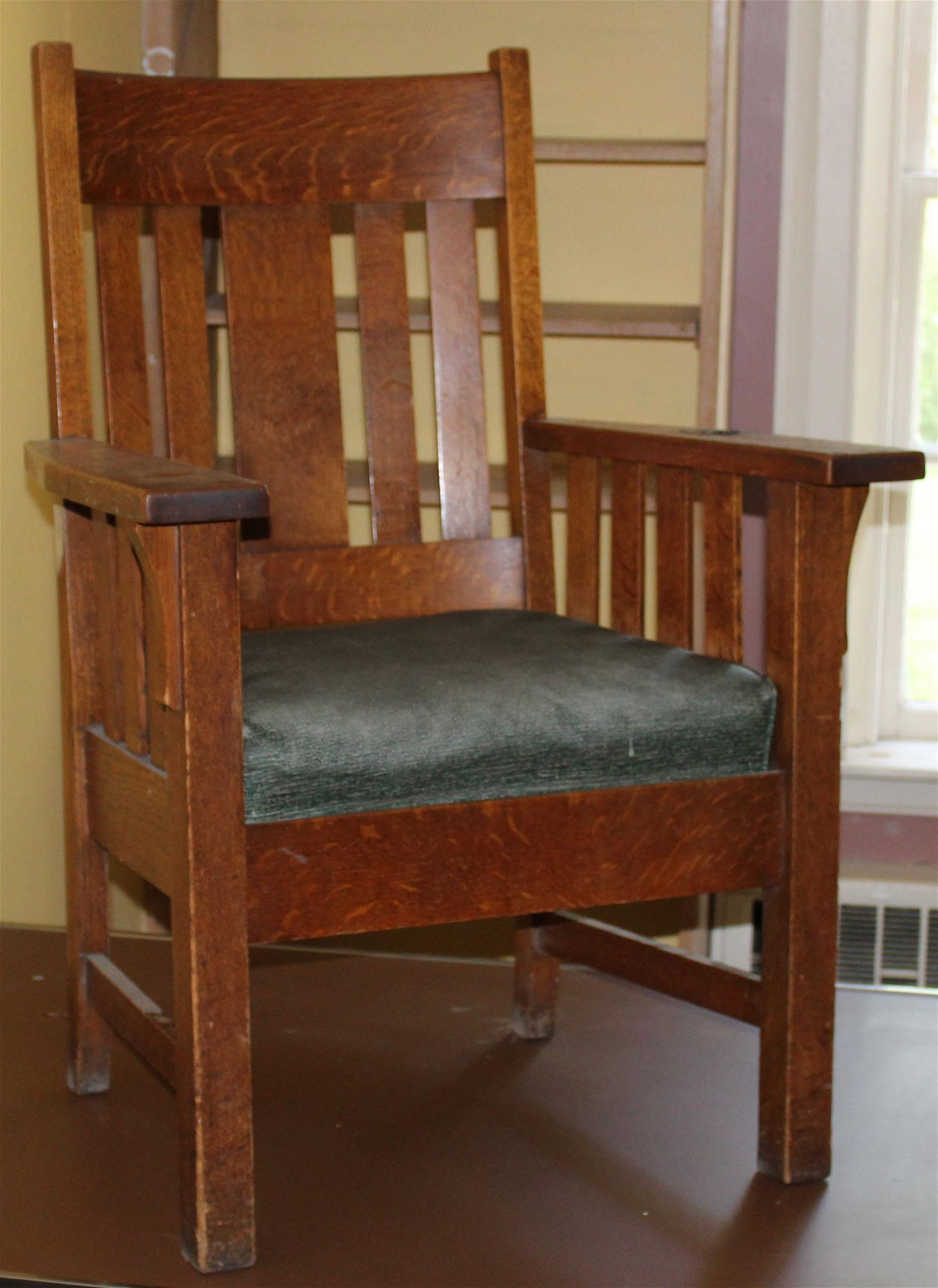Oak arts and Crafts armchair