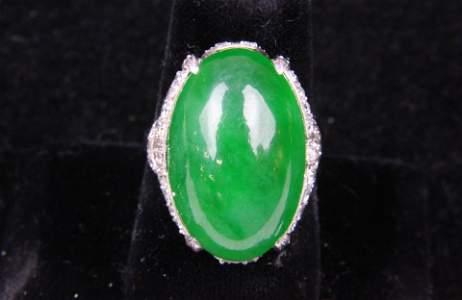 Ca. 1940 emerald jadeite, diamond, & platinum ring