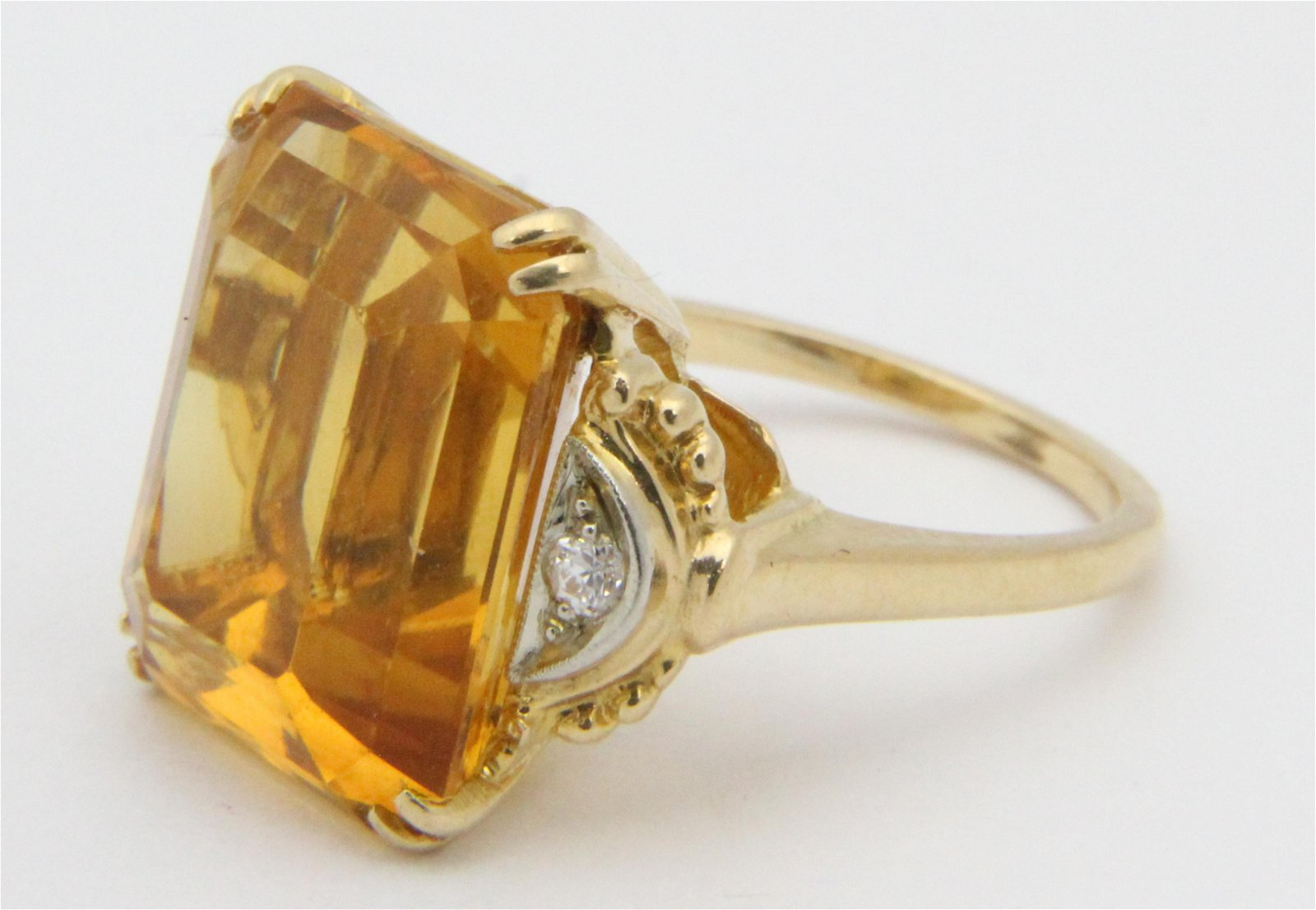 15 ct Citrine, diamond, & yellow gold cocktail ring