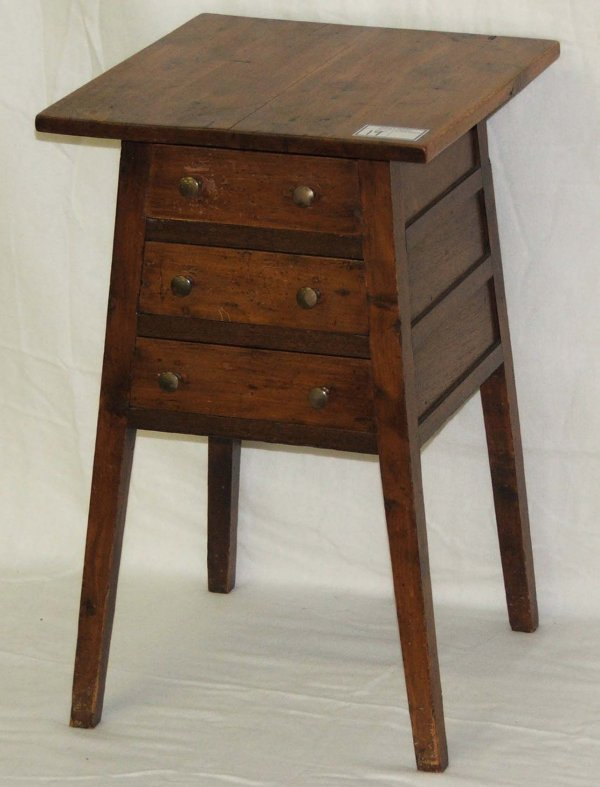 19: South Carolina three drawer stand Hepplewhite cypre