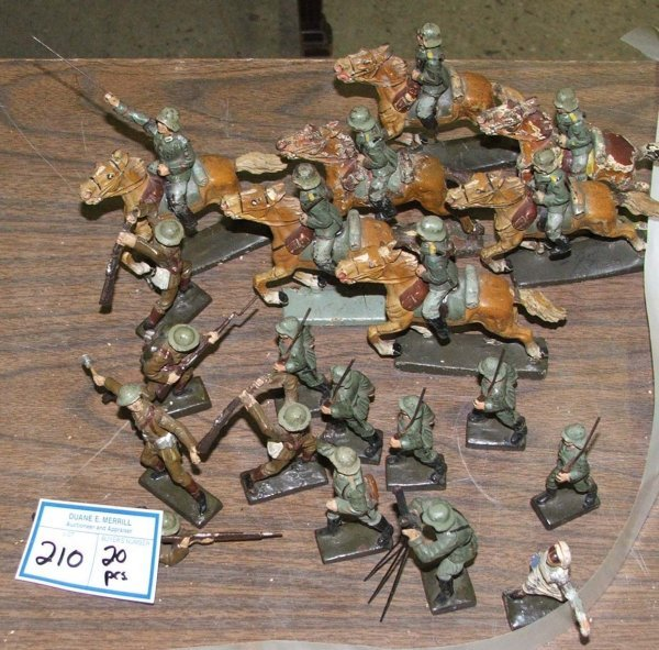 210: 20 Lineol mostly German soldiers