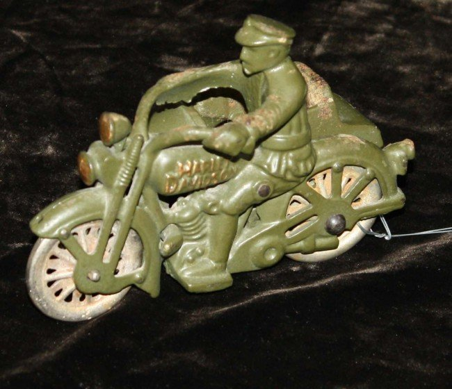 9: Hubley 5 inch Harley Davidson motorcycle cop with si
