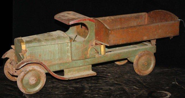 13: Keystone 31 inch steel dump truck