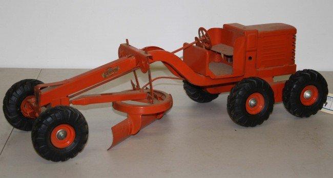 19: Charles Doepke Model Toys 26 inch road grader