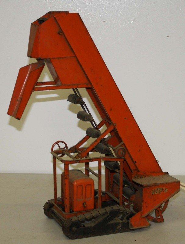 21: Charles Doepke Model Toys 18 inch Sand Loader