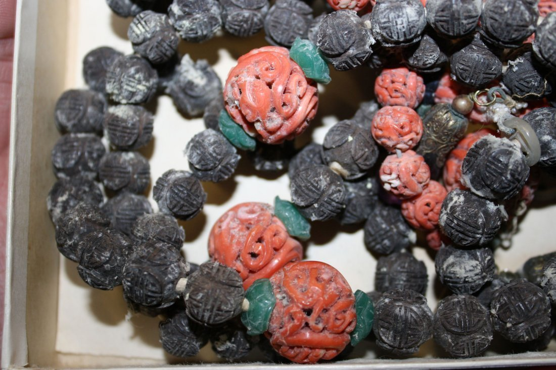 Chinese ca. 1900 necklace with carved nut beads, coral - 3