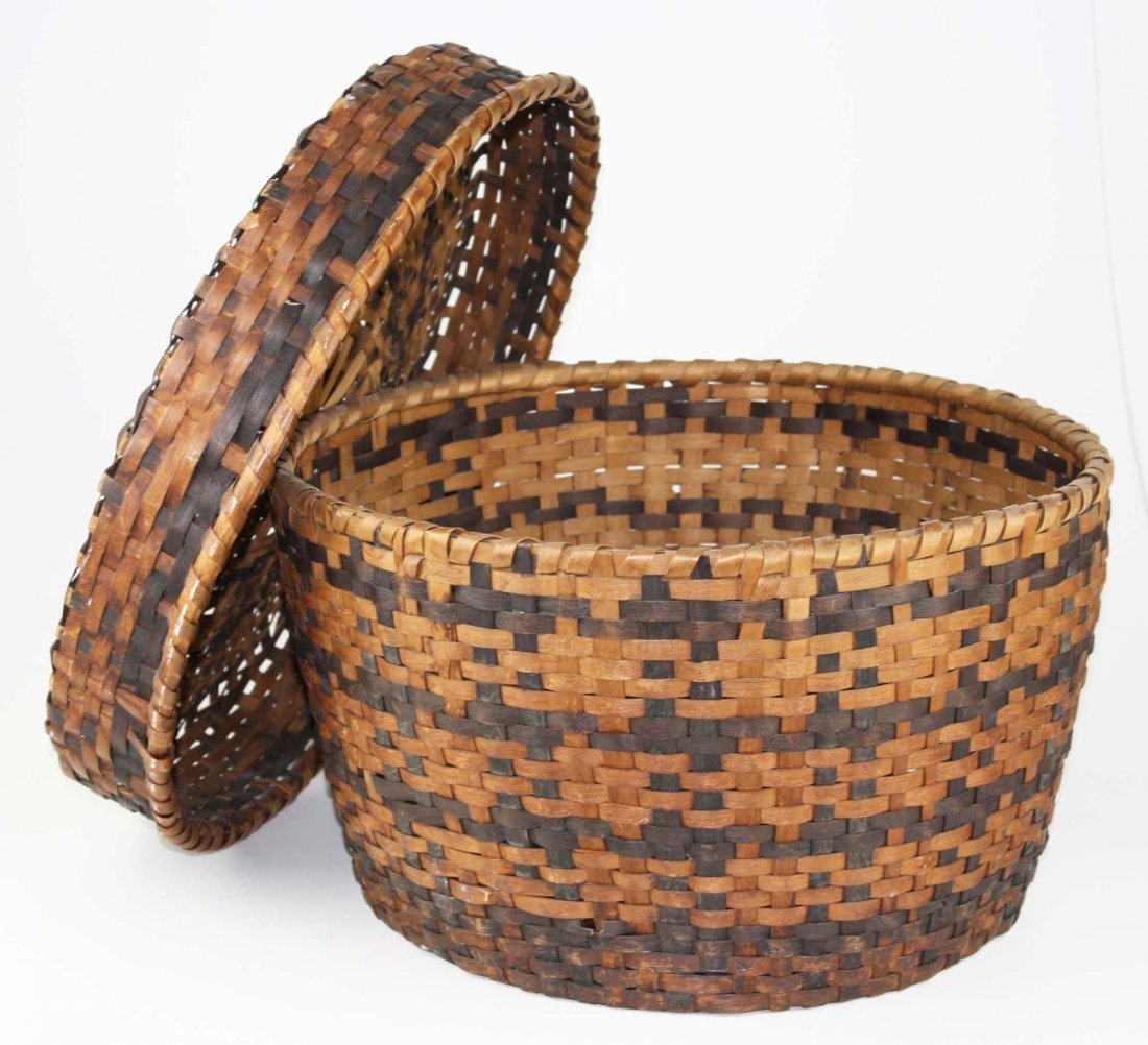 late 19th c Eastern Woodlands covered basket, probably - 2