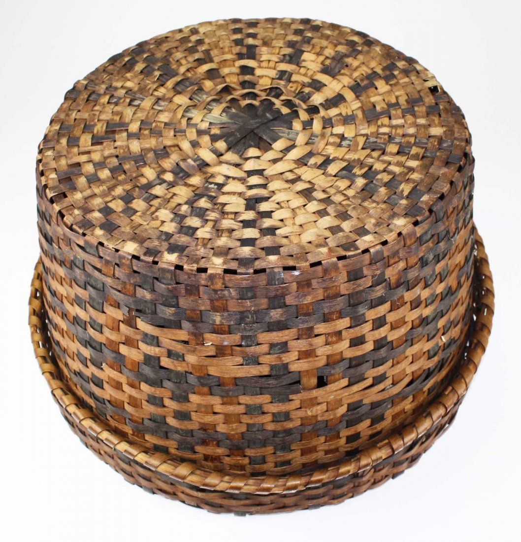 late 19th c Eastern Woodlands covered basket, probably - 4