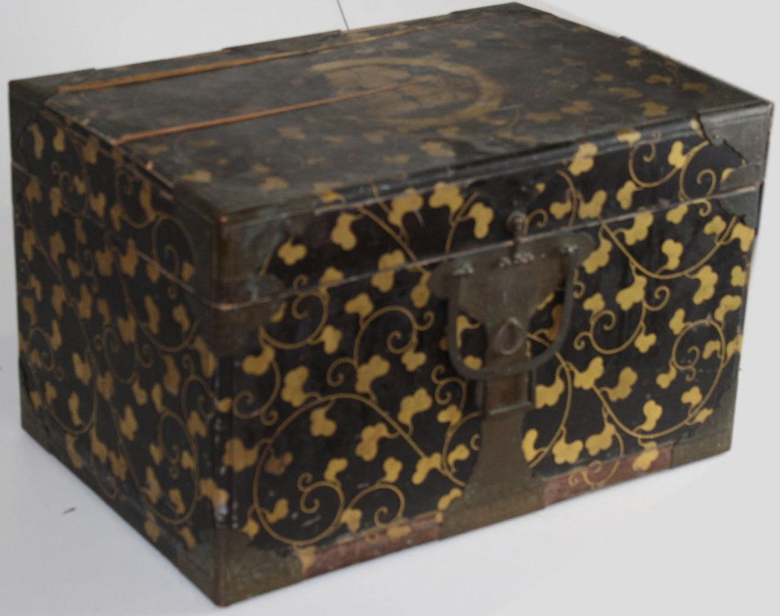 Japanese Edo Period valuables box with gilt laquered