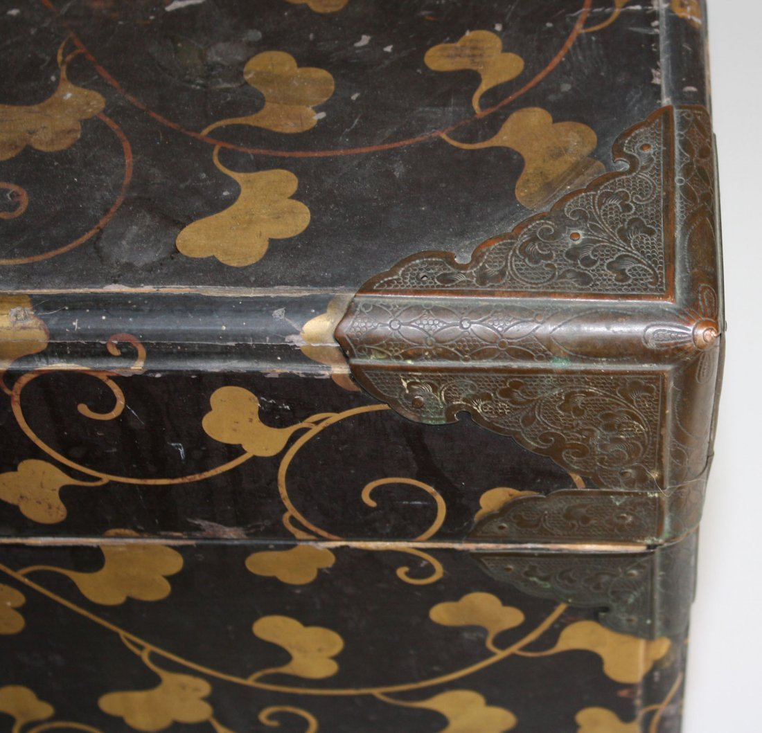 Japanese Edo Period valuables box with gilt laquered - 4