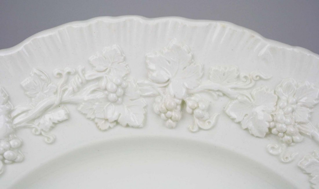 63 pcs Wedgwood cream Queensware with embossed grape - 2